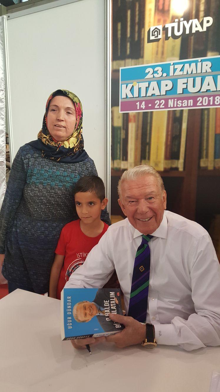 Uğur Dündar İzmir'de okurlarıyla buluştu 1
