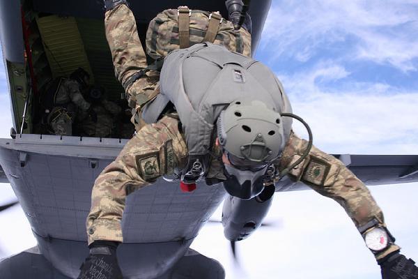 Özel Kuvvetler'den nefes kesen paraşüt eğitimi 1