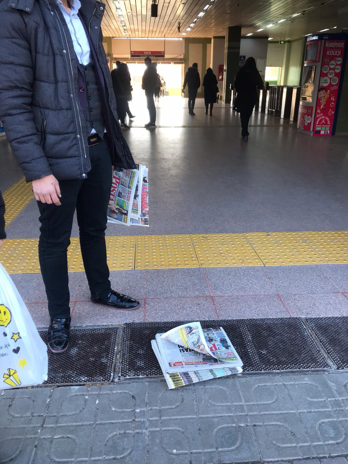 Demirören gazeteyi bedava dağıtıyor, yüzüne bakan yok! 1