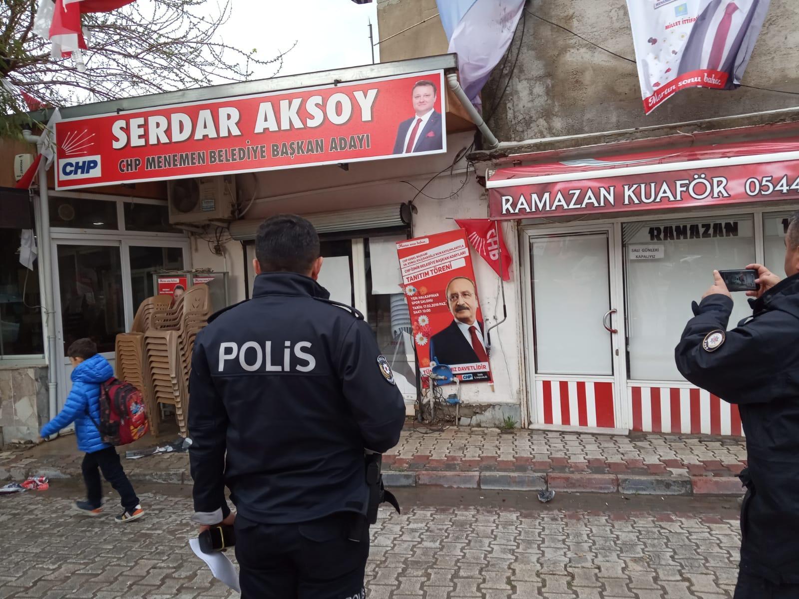 İzmir'de seçim bürosuna gerçekleştirilen saldırıdan kareler 1