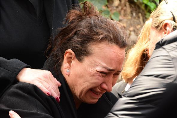 Demet Akbağ'ın gözyaşları! 1