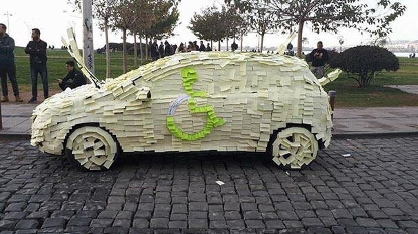 Engelli yerine park edince arabasını böyle buldu!