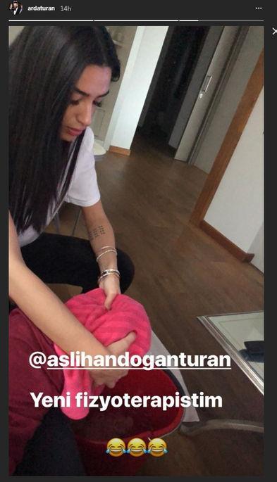 Arda Turan'dan, eşi Aslıhan Doğan'a ayaklarını yıkattığı fotoğrafla ilgili açıklama geldi