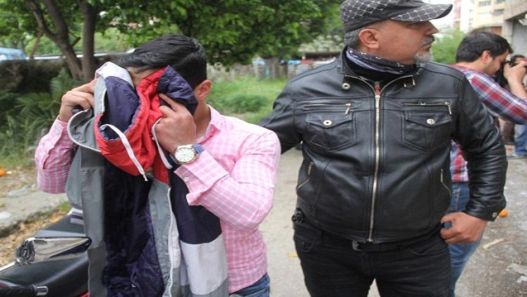 AMATEM'den kaçan bağımlıyı polis eroin alırken yakaladı