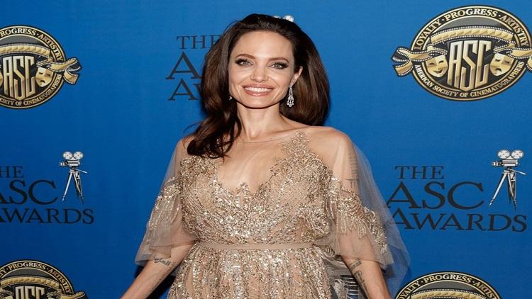 Angelina Jolie'nin Kraliçe Elizabeth'ten aldığı ders
