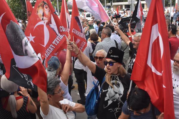 İzmir Marşı'ndan rahatsız olmuştu... Görevden alındı