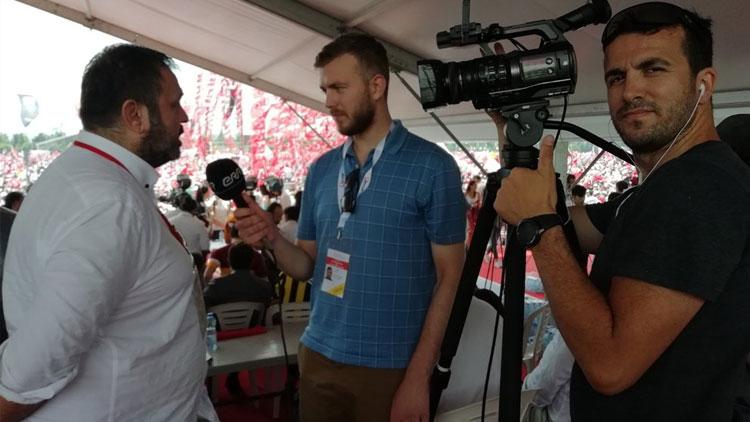 İnce'nin mitingini takip eden Estonyalı muhabir şaşkınlığını gizleyemedi
