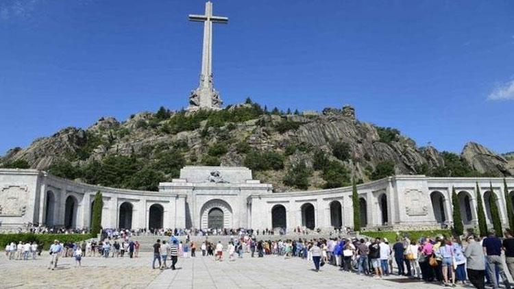 İspanya'da Temsilciler Meclisi'nden diktatör Franco'nun mezarının taşınmasına onay