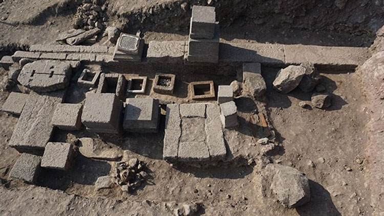 Assos'ta 2 bin 300 yıllık aile mezarlığı bulundu