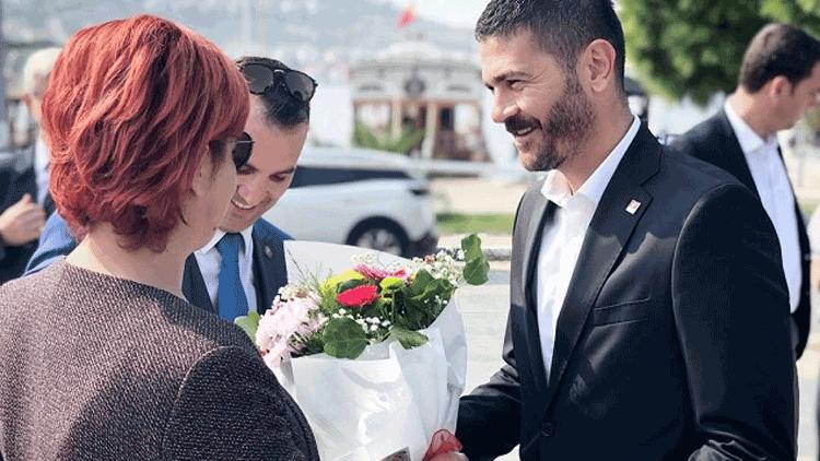 CHP'li Fatih Gürbüz'den '19 Ekim'e çiçekli kutlama