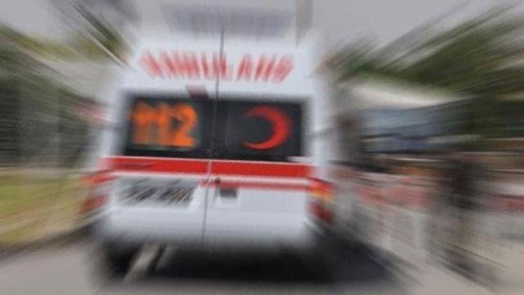Riva Kavşağı'nda lastiği patlayan minibüs takla attı: Yaralılar var