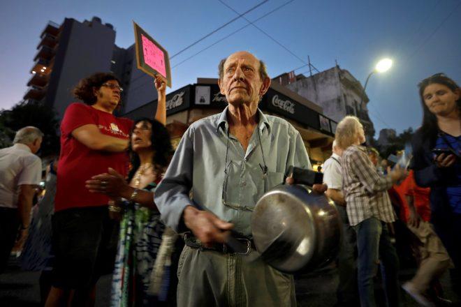 Arjantin'de halk zamlara karşı sokağa döküldü!
