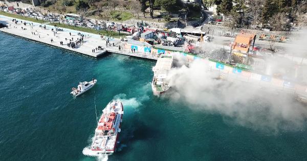 Sarıyer'de içinde turistlerin de olduğu teknede yangın