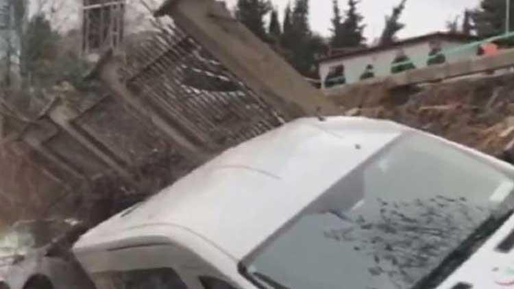 Beykoz'da istinat duvarı yıkıldı