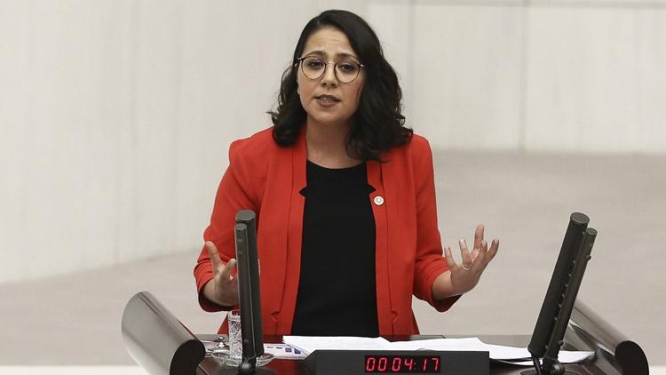 """CHP'li Sera Kadıgil, kanun teklifi verdi: """"Regl olduğumuz için vergi ödemek istemiyoruz"""""""