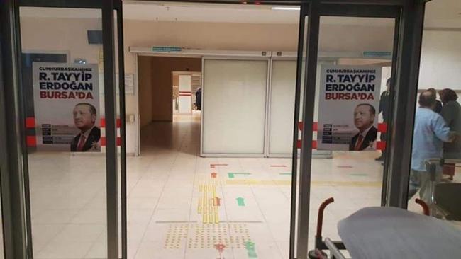 Devlet hastanesinde Erdoğan afişi