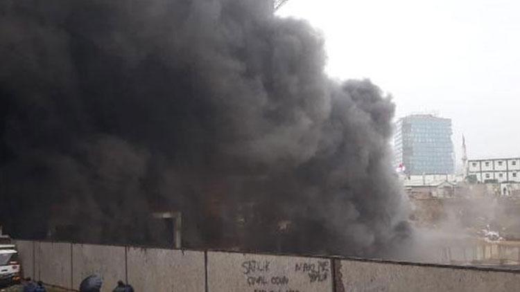 Son dakika: Kadıköy'de 14 katlı inşaatta yangın