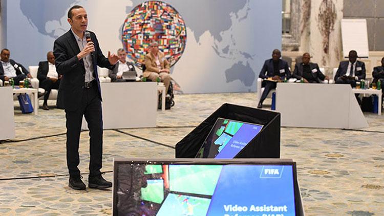 Cüneyt Çakır'dan FIFA Zirvesi'nde VAR sunumu