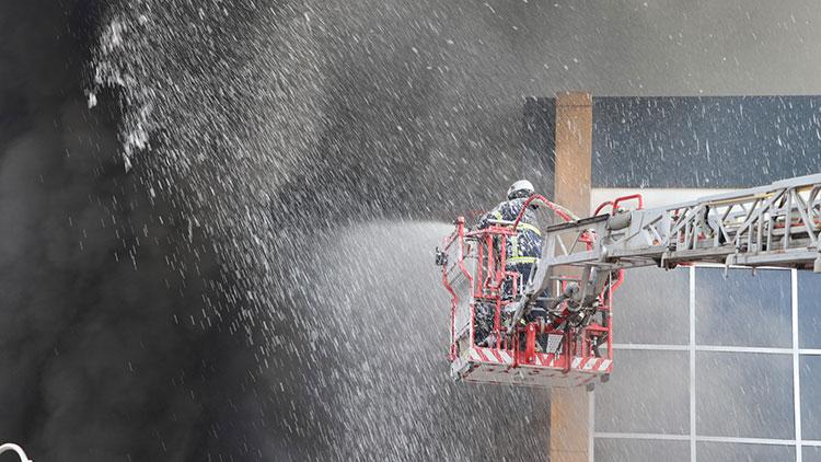 Aksaray'da fabrika yangını: 5 işçi zehirlendi
