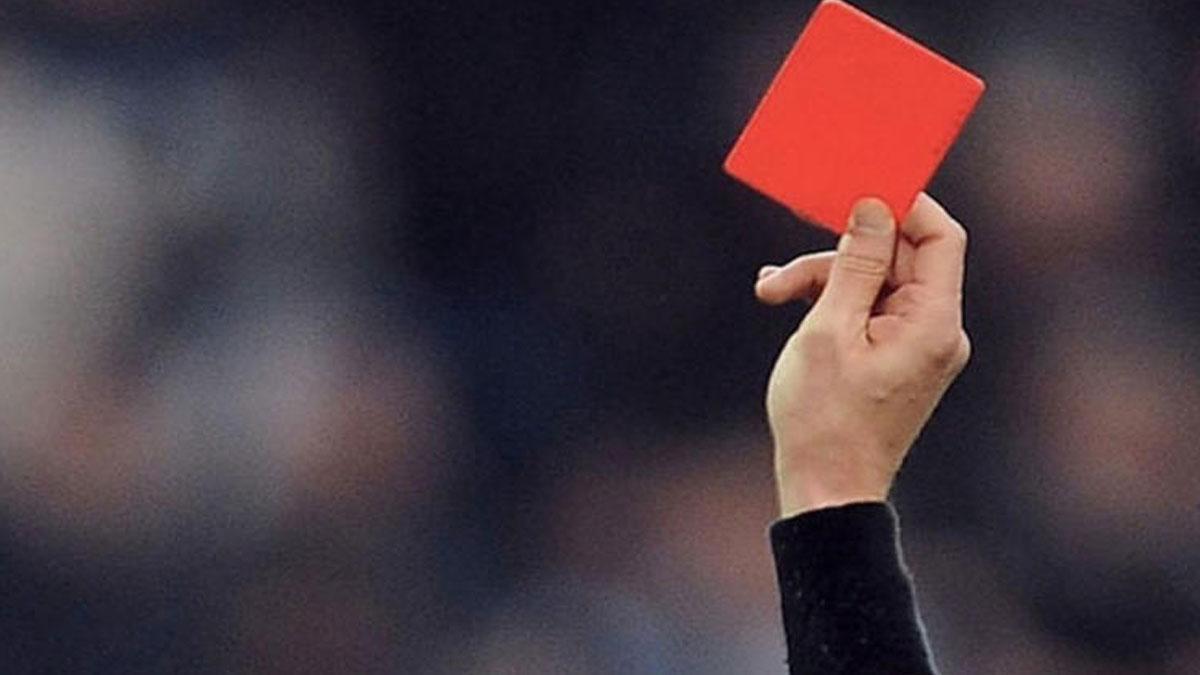 Maç başlamadan 2 kırmızı kart!