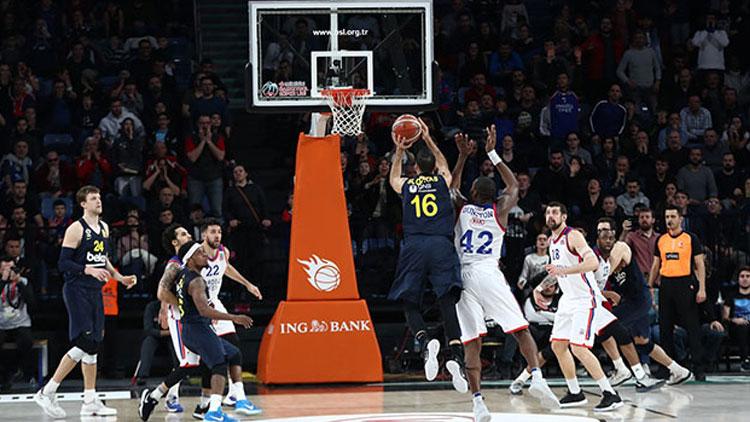 Anadolu Efes evinde Fenerbahçe'yi yendi
