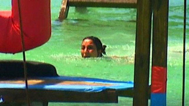 Survivor'da korkutan kaza! Gören suya atladı