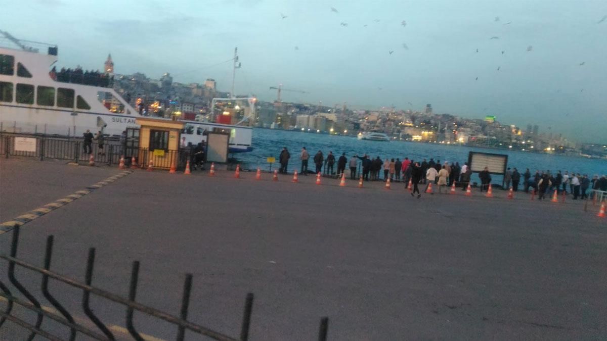 Eminönü'nde otomobil denize uçtu!