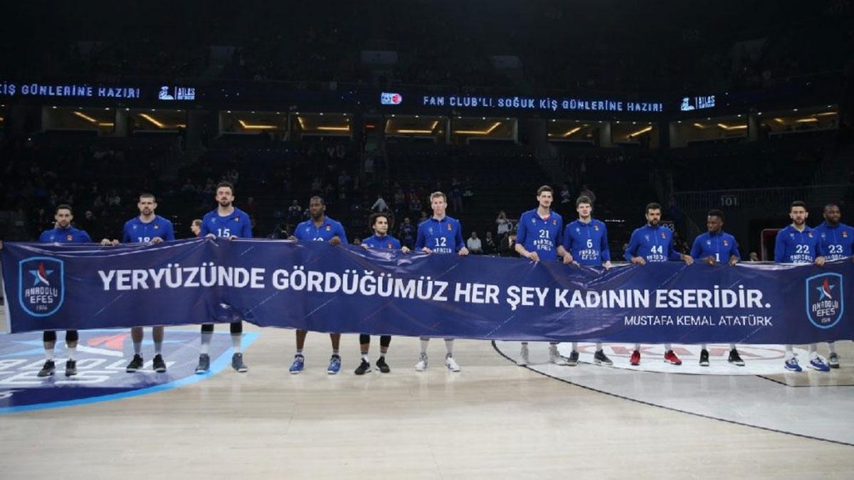 Anadolu Efes'ten Barcelona karşısında farklı zafer!