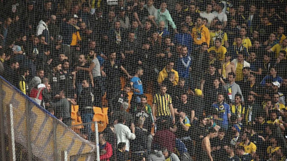 Başakşehir Fenerbahçe maçında tribün karıştı! Polis müdahale etti