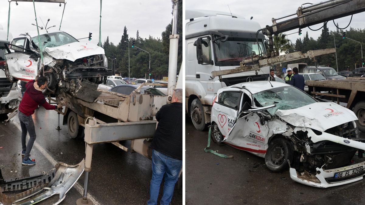 Feci kaza! Kırmızı ışıkta geçen TIR, Türk Kızılay'ı aracını hurdaya çevirdi...