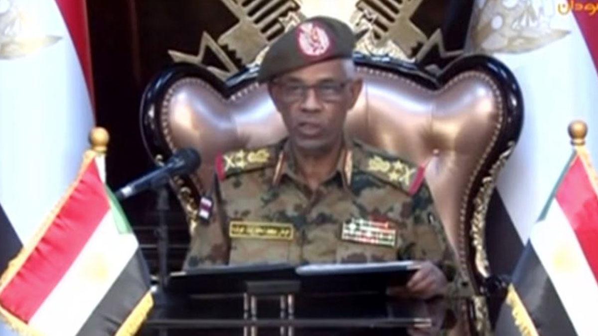Sudan'da flaş istifa! Savunma Bakanı görevden ayrıldı