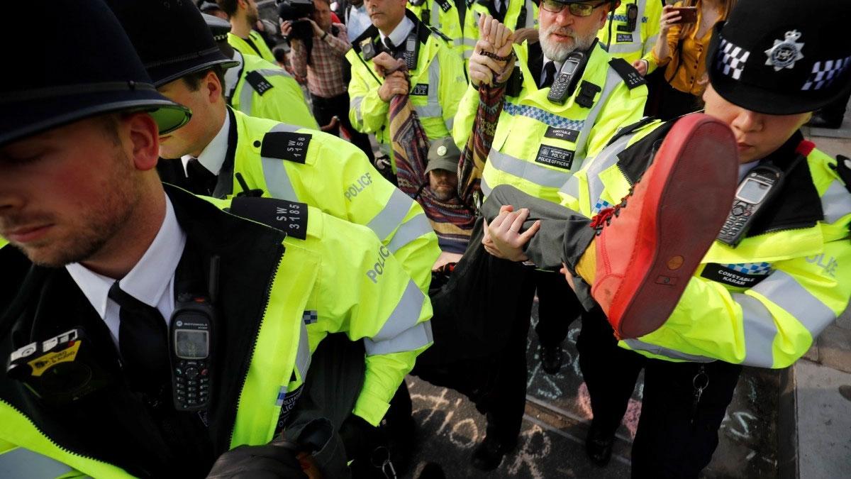 Londra'da sular durulmuyor: Gözaltı sayısı 600'ü aştı!