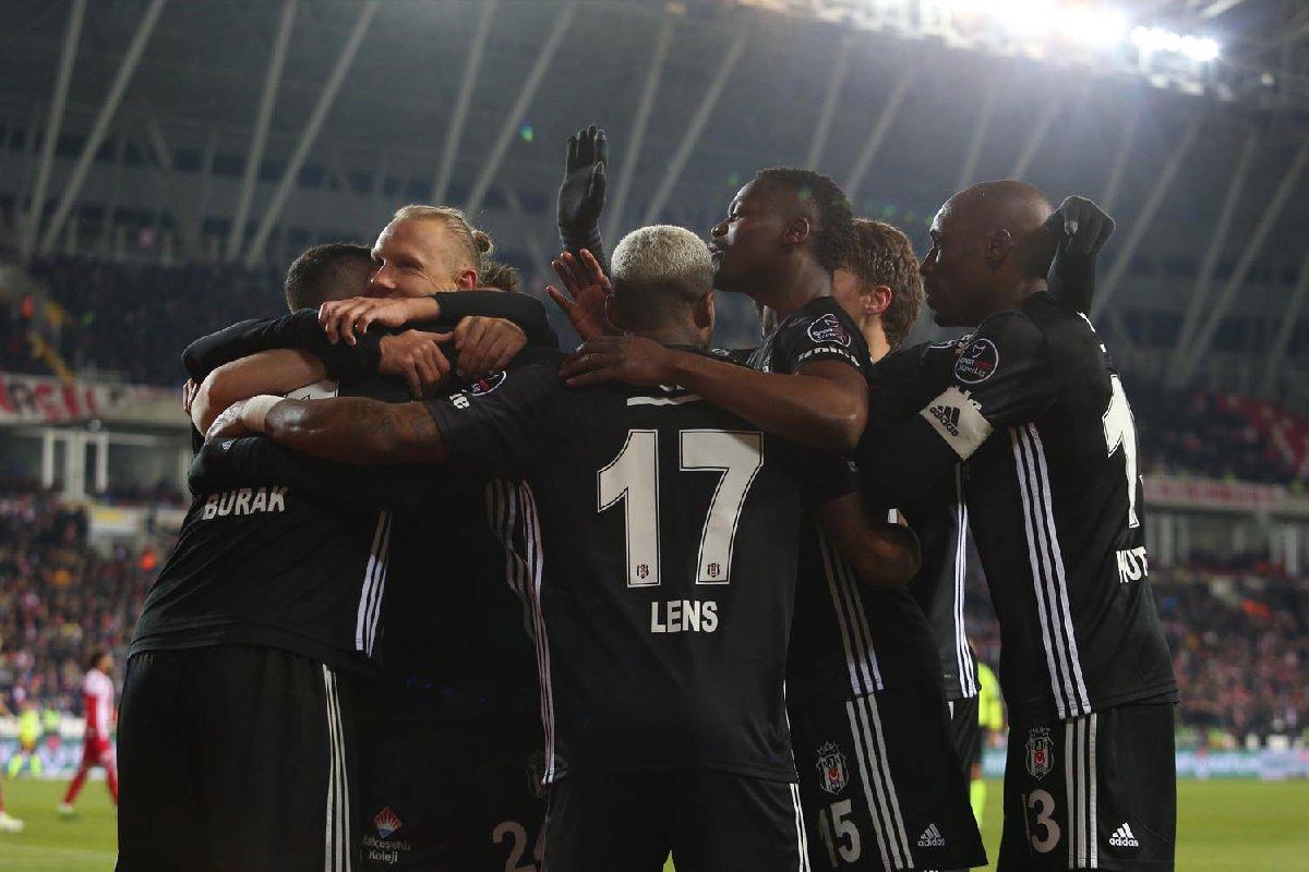 Beşiktaş zirve yarışını bırakmadı... Süper Lig'de son durum!