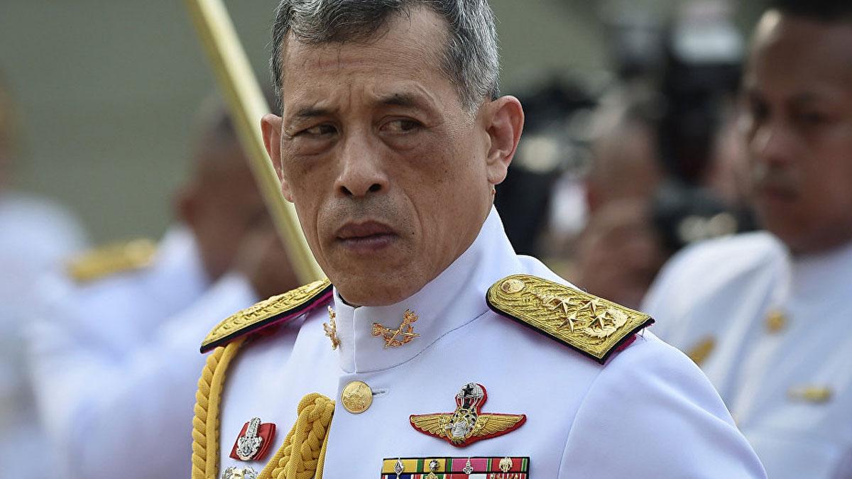 Tayland kralı, generaliyle evlendi