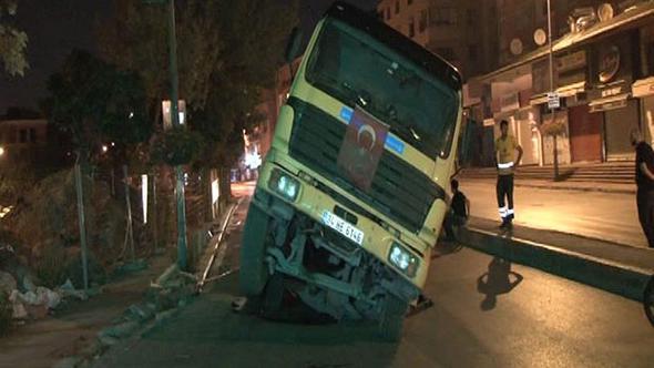 İstanbul'da yine yol çöktü! İşte ilk kareler...