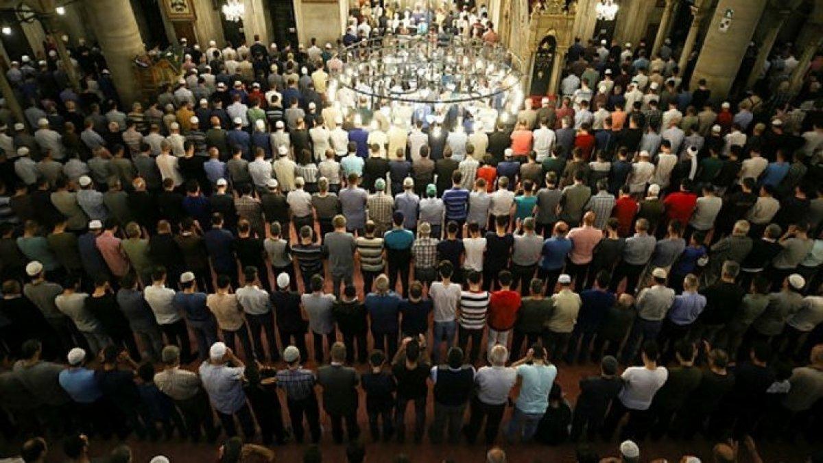 Ankara'da ramazanın ilk teravih namazı kılındı