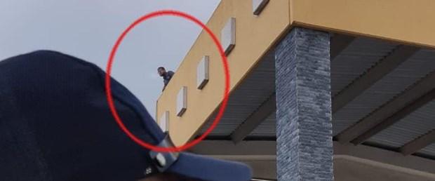 AVM terasından atladı yetmedi kendini bıçakladı