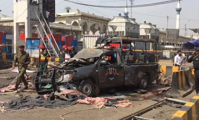 Pakistan'da canlı bomba saldırısı: 5'i polis, 9 ölü; 24 yaralı