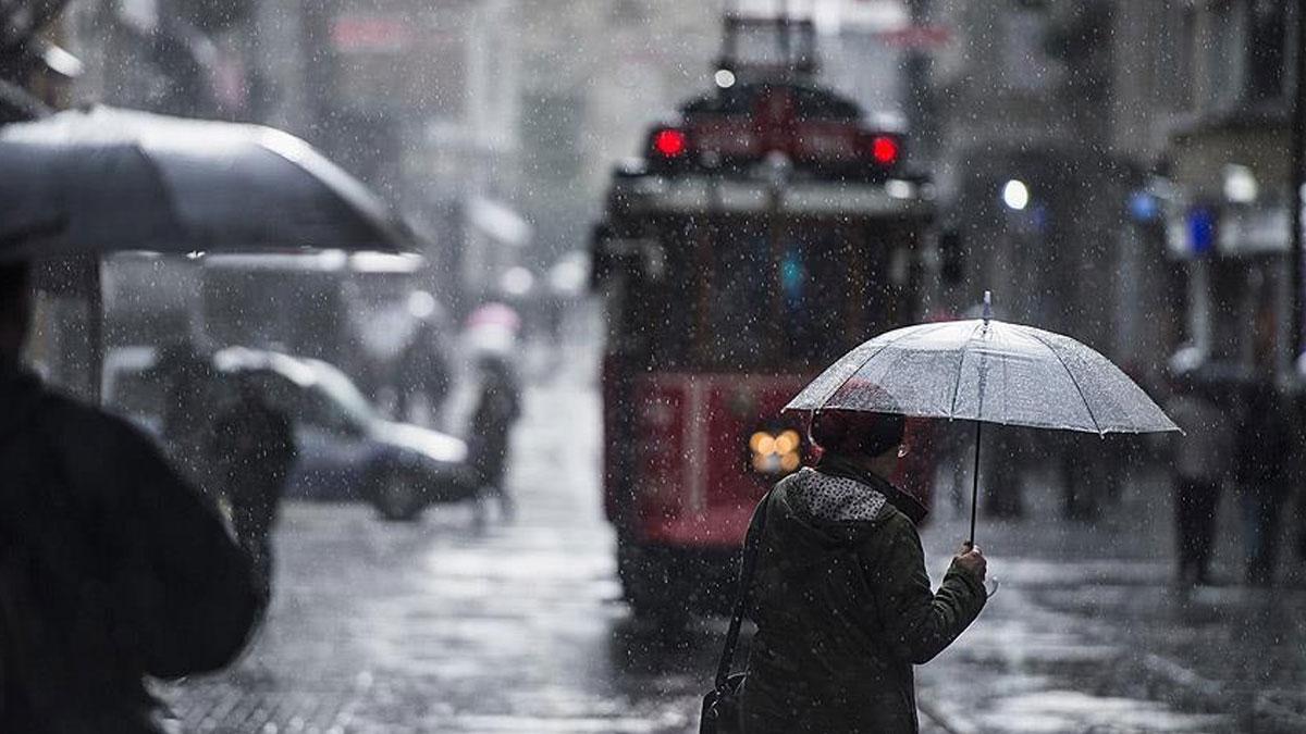 İstanbul'da yağmur başladı: Meteoroloji saat verdi