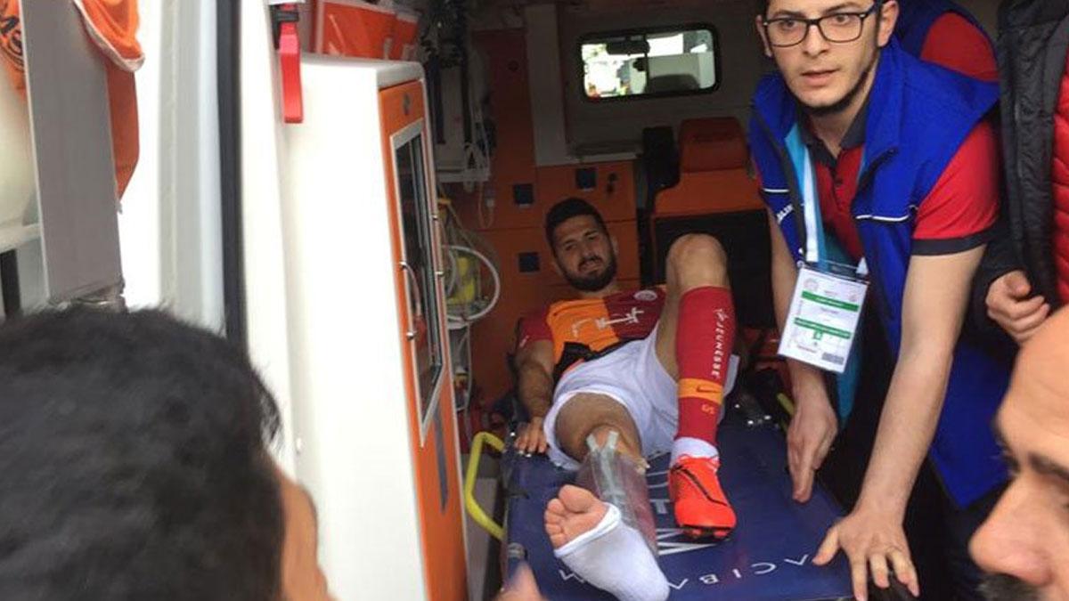 Çaykur Rizespor - Galatasaray maçında Emre Akbaba'nın ayağı kırıldı