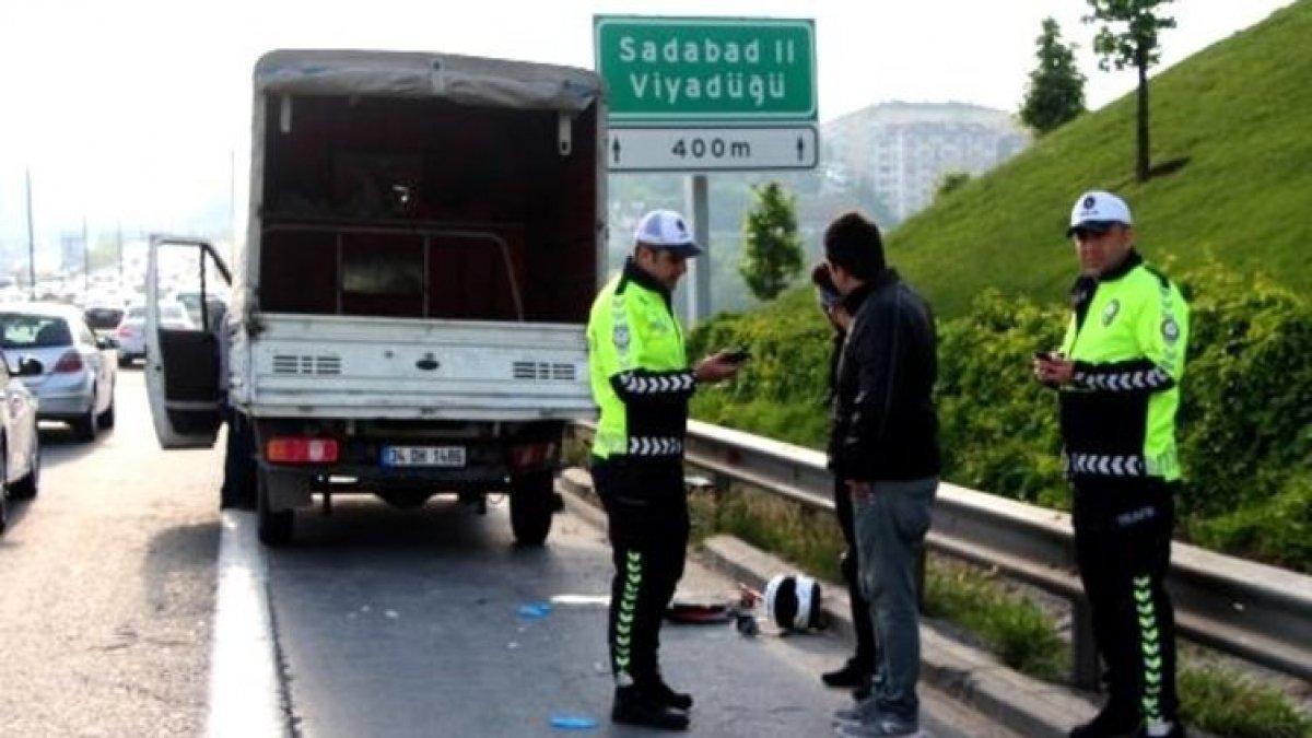 TEM'de feci kaza; trafik kilitlendi!