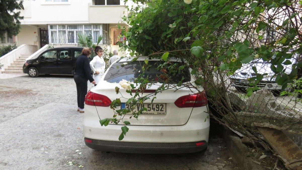 Maltepe'de bahçe duvarı devrildi
