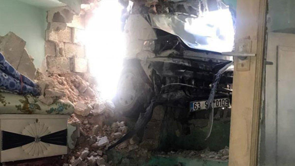 Freni patlayan minibüs çocukların arasına daldı; 7 yaralı