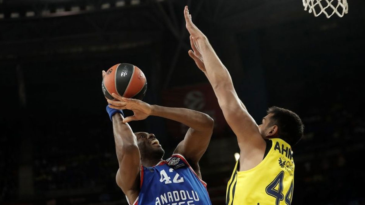 Final Four'da Türk Gecesi'nde kazanan Anadolu Efes