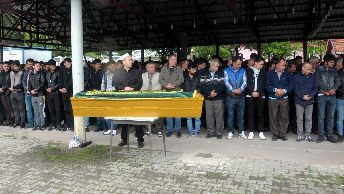 Kaçak madende ölen maden işçisi toprağa verildi