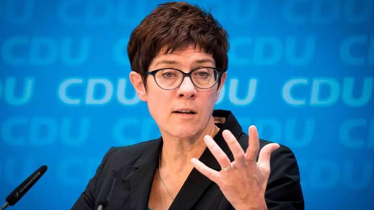 Merkel'in partisinin lideri: Türkiye'de oy verme özgürlüğü yok
