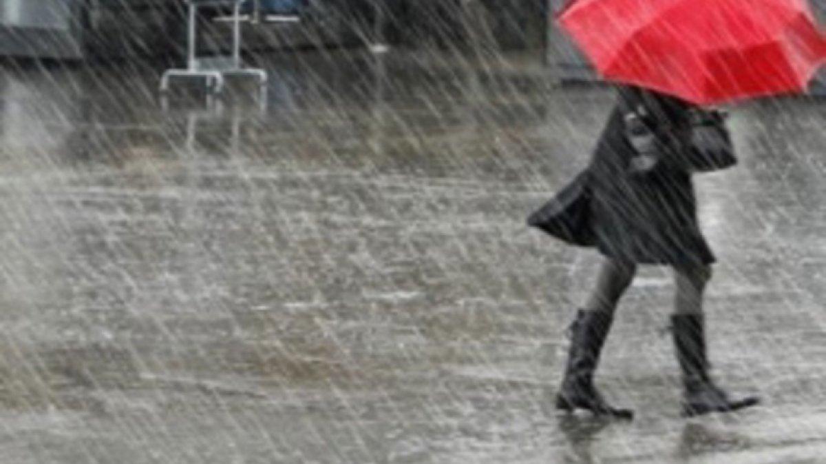 Sağanak yağış yurdu esir aldı! Hafta sonu hava nasıl olacak?