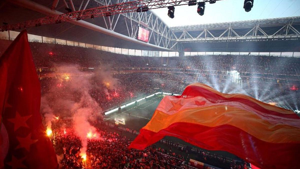 Galatasaray tribünlerinden TFF'ye tepki gelince A Spor yayını kesti