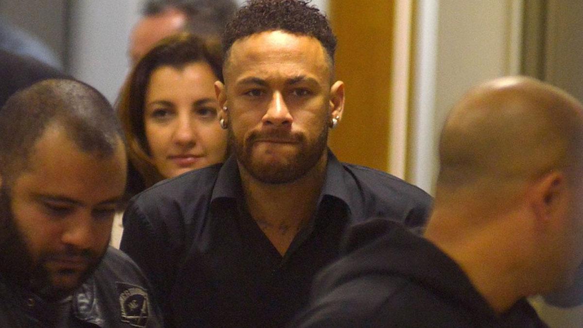 Tecavüzle suçlanan futbolcu Neymar'ın sponsorları harekete geçti