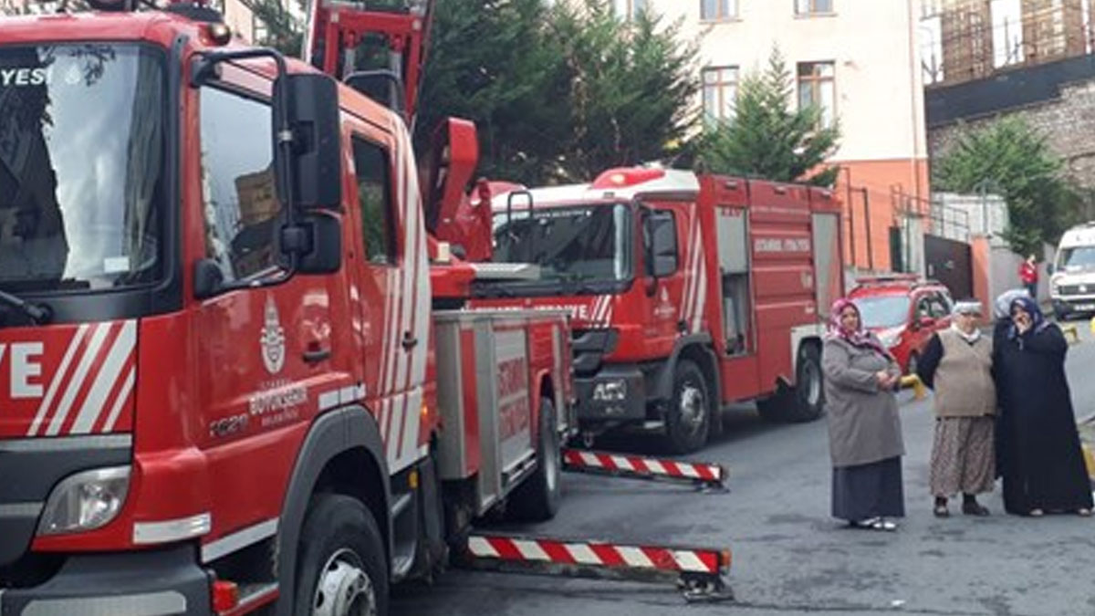Saadet Partisi İstanbul İl Başkanlığı'nın olduğu binada yangın